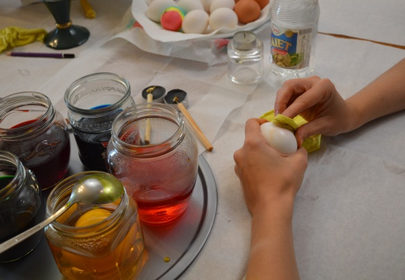 Cleaning Eggs with Vinegar